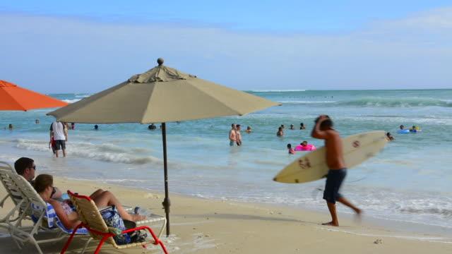 honolulu hawaii oahu hilton hawaiian waikiki beach  diamoind head in distance with beach and ocean - hawaii islands stock videos & royalty-free footage