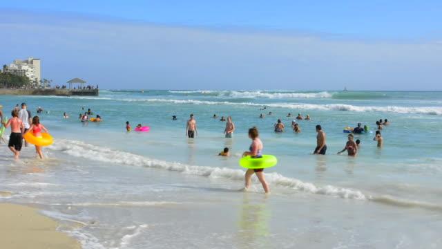 vídeos y material grabado en eventos de stock de honolulu hawaii oahu hilton hawaiian waikiki beach  diamoind head in distance with beach and ocean - honolulu