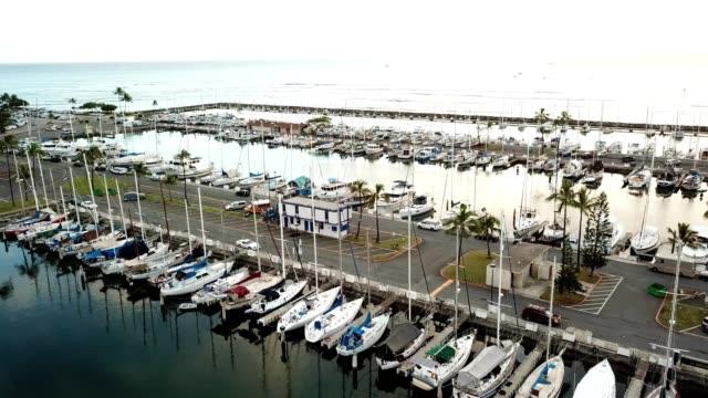 honolulu marina with yachts and boats in hawaii - vista marina stock videos & royalty-free footage