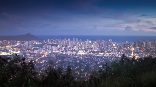 stockvideo's en b-roll-footage met honolulu-zonsondergang - oahu