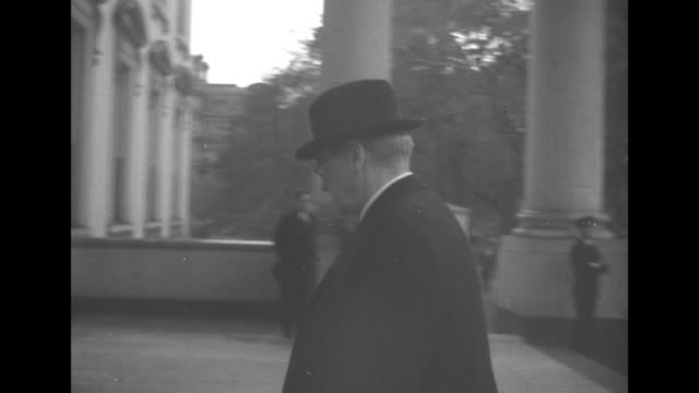 vídeos de stock e filmes b-roll de honor guard and flag draped coffin in east room / vs arrivals justice charles evans hughes wife / chief justice of supreme court harlan f stone wife... - edward stettinius