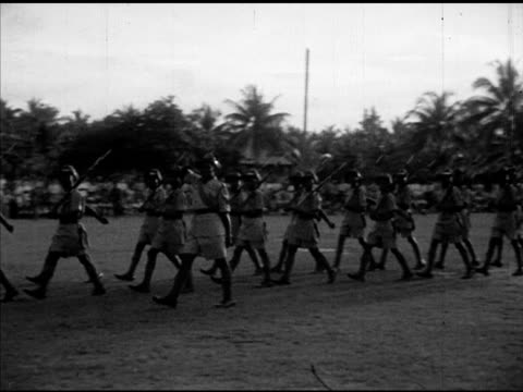 honour guard of king's african rifles parading in formation cu unidentified soldier vs british high commissioner general sir gerald templer reviewing... - imperium bildbanksvideor och videomaterial från bakom kulisserna