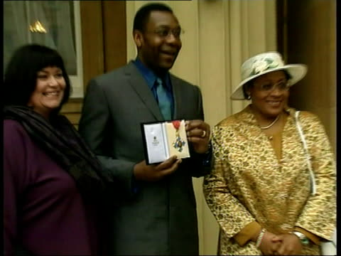 honours - lenny henry recieves cbe; england: london: buckingham palace: ext lenny henry cbe down steps out of palace with wife dawn french and his... - lenny henry stock videos & royalty-free footage