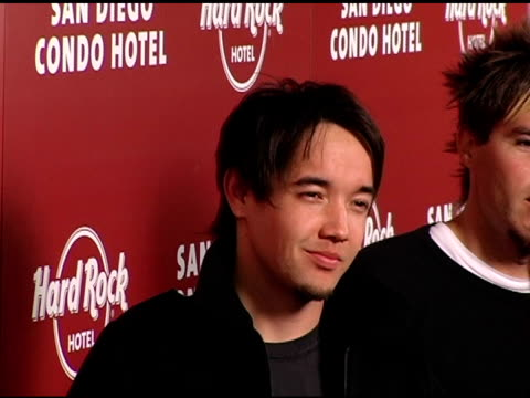 vidéos et rushes de hoobastank at the exclusive launch party for the hard rock hotel san diego at the hard rock hotel in san diego, california on february 16, 2006. - exclusivité