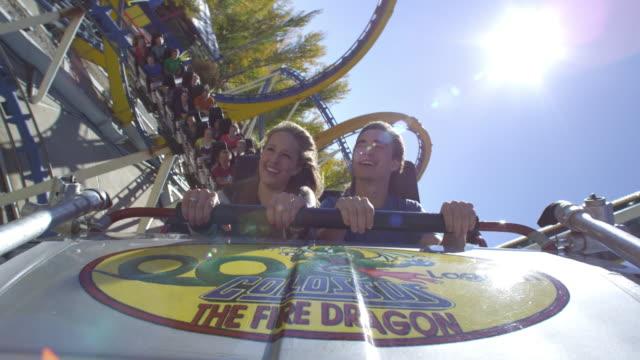vídeos y material grabado en eventos de stock de hood shot of rollercoaster rounding a curve. - escritura occidental