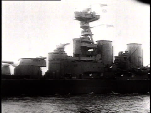 Hood with bridge superstructure and funnel section / At sea