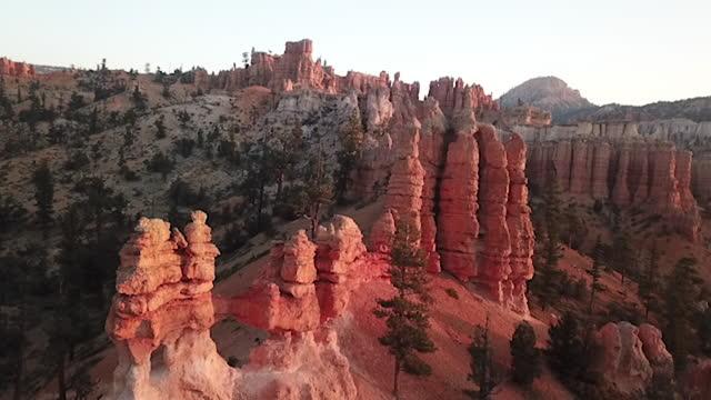 hoodoos near bryce canyon utah - bryce canyon stock videos & royalty-free footage