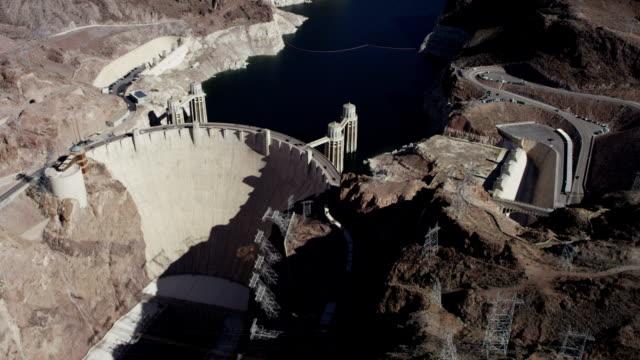 vídeos de stock, filmes e b-roll de vídeo aéreo de hoover dam - represa hoover