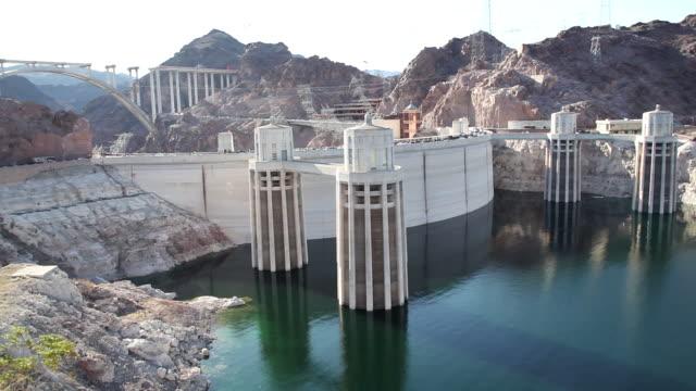 ws hoover dam and lake / hoover dam,arizona,usa   - hoover staudamm stock-videos und b-roll-filmmaterial
