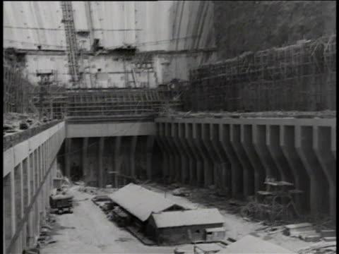 vídeos de stock, filmes e b-roll de hoover dam construction site nearing completion / colorado river, united states - represa hoover