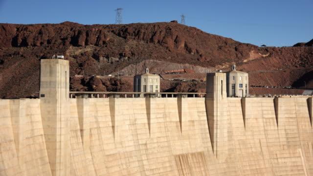 vídeos de stock, filmes e b-roll de hoover dam on the border of arizona and nevada - represa hoover