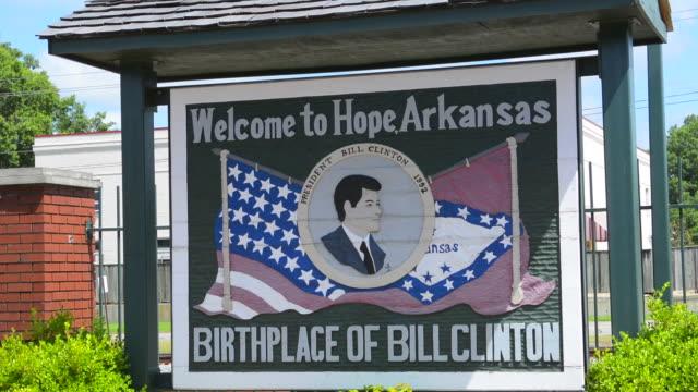 Hope Arkansas boyhood home of President Bill Clinton sign to commemorate his hometown