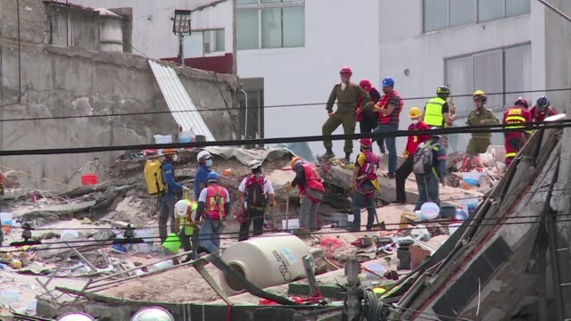 Hope of finding survivors in the rubble of a collapsed building in the quakehit Roma neighbourhood was fading Sunday as an Israeli rescuer said that...
