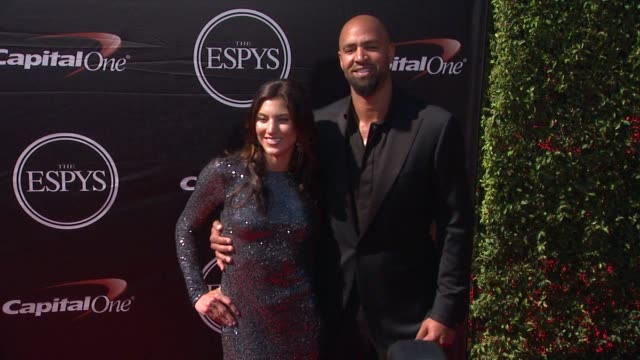 vídeos de stock e filmes b-roll de hope solo and jerramy stevens at the 2015 espys at microsoft theater on july 15, 2015 in los angeles, california. - microsoft theater los angeles