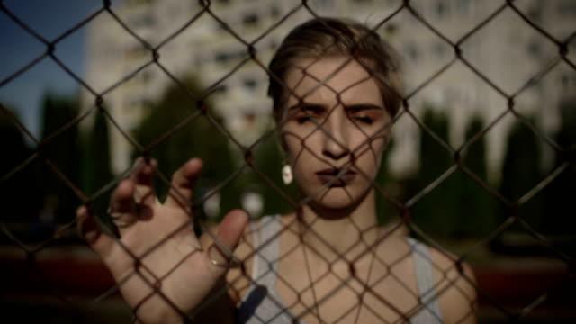 stockvideo's en b-roll-footage met hopeloosheid tiener meisje in het getto. - alleen één tienermeisje