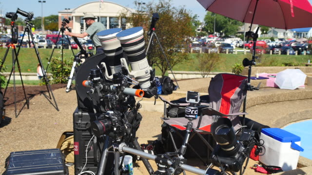 stockvideo's en b-roll-footage met cameras are in place to photograph a total solar eclipse's transit during the great american eclipse august 21 2017 at little river park in... - de ruimte en astronomie