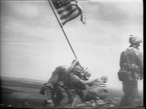 vídeos de stock, filmes e b-roll de horizon over the pacific ocean / douglas macarthur aboard battleship / montage of soldier storming island beaches and naval artillery firing /... - 1945