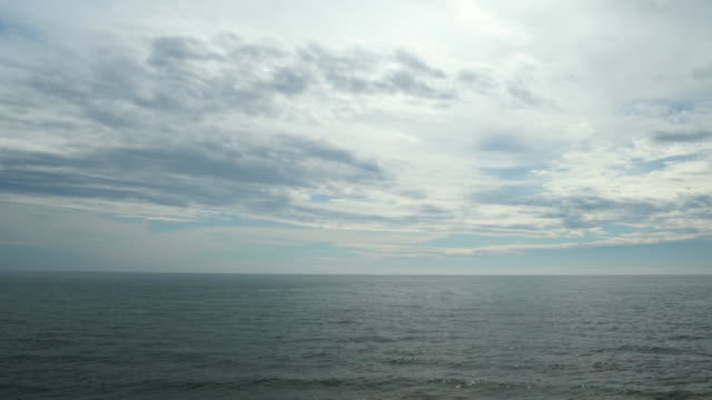 horizon over water with overcast sky - orizzonte sull'acqua video stock e b–roll