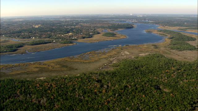 vidéos et rushes de horlbeck ruisseau - vue aérienne - caroline du sud, comté de charleston, états-unis d'amérique - marécage