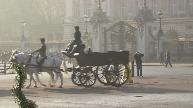 horse and carriage ride in london, england near buckingham palace - music or celebrities or fashion or film industry or film premiere or youth culture or novelty item or vacations stock videos & royalty-free footage