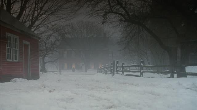 vídeos y material grabado en eventos de stock de a horse drawn carriage drives down the snowy road toward a two story house. - carruaje