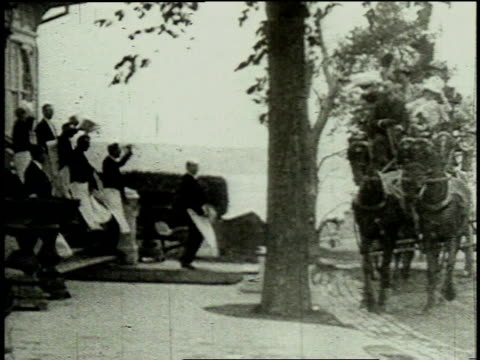 1962 reenactment horse drawn carriage pulling up next to a group of people and a stream of debutantes pouring forth / new york, united states - debütantin stock-videos und b-roll-filmmaterial