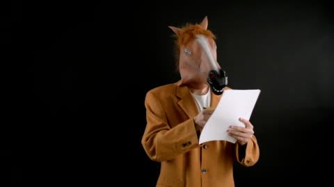vidéos et rushes de masque tête de cheval. - cheval