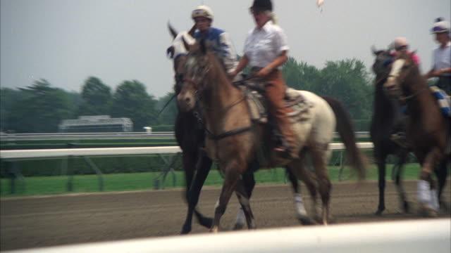 ms ts pan horse rider riding on race track - スウィッシュパン点の映像素材/bロール