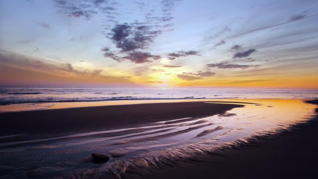 horse shoe sunrise on cape cod - 静かな情景点の映像素材/bロール