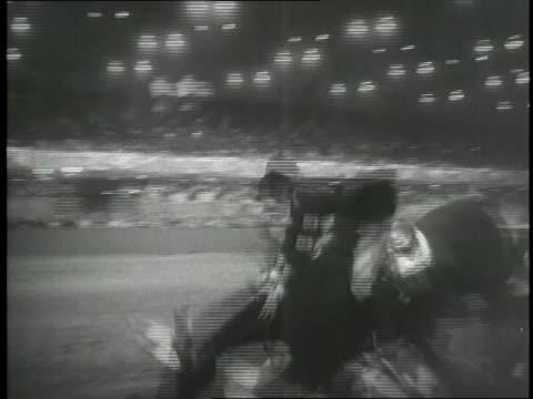 vidéos et rushes de a horse stumbles over a jump and its rider tumbles off during a competition - trébucher