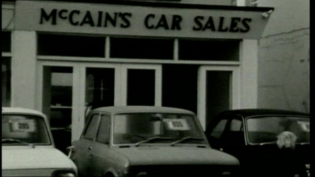 horse trainer ginger mccain dies lib ext general view of 'mccain's car sales' shop pull out - イングランド サウスポート点の映像素材/bロール