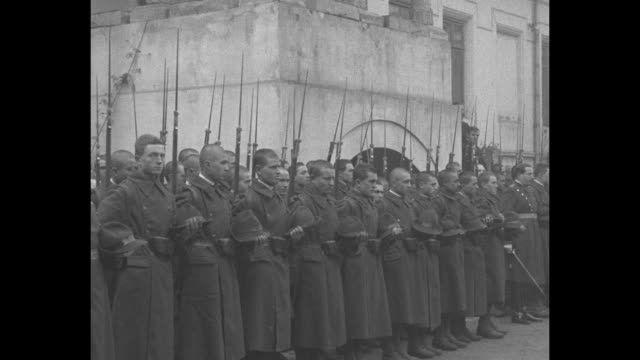 horsedrawn carriage comes to stop and queen marie alights / hatless infantry soldiers rifles and fixed bayonets / romanian pm iuliu maniu leaves... - bajonett stock-videos und b-roll-filmmaterial