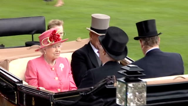 birds eye and sodexo withdraw beef products; r16061109 berkshire: ascot: ext queen elizabeth ii and prince philip, the duke of edinburgh arriving in... - ロイヤルアスコット点の映像素材/bロール