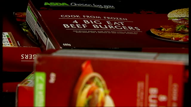 int packets of asda beef burgers placed in pile asda packet of 'big eat beef burgers' close shot ingredients list - 馬肉点の映像素材/bロール