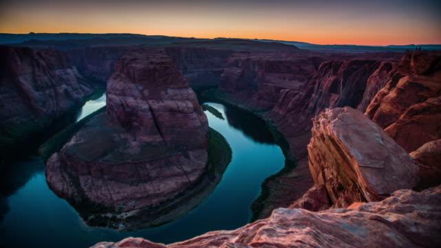 Der Horseshoe Bend in der Dämmerung - Colorado River in Arizona