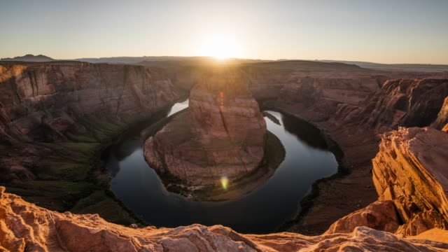 vídeos de stock e filmes b-roll de time lapse: horseshoe bend at sunset - colorado river, arizona - 4k nature/wildlife/weather - vale