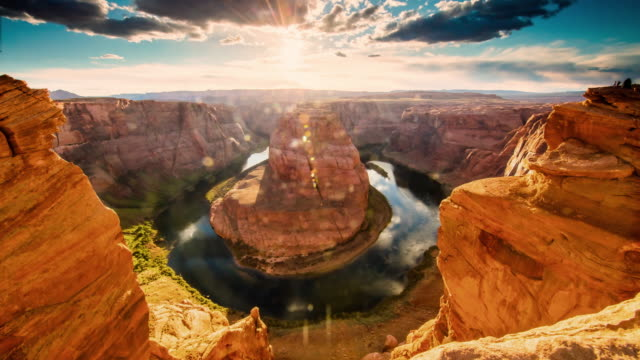 stockvideo's en b-roll-footage met t/l 8k horseshoe bend bij zonsondergang - nationaal monument beroemde plaats