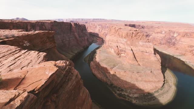horseshoe bend on colorado river - arizona - ferro di cavallo accessorio per animali video stock e b–roll