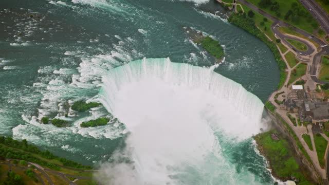 aerial horseshoe falls along the canada-usa border - river niagara stock videos & royalty-free footage