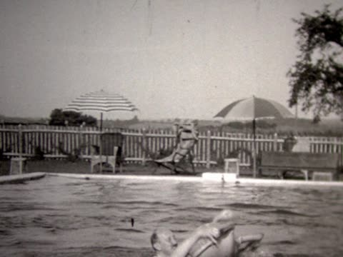 vidéos et rushes de 1931 horsing around in pool with inflatable toys. - 1931