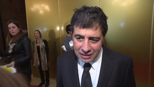 stockvideo's en b-roll-footage met interview hosein amini on the two faces of january and oscar isaac at london critics circle awards - criticus