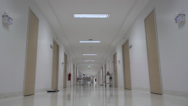 vídeos y material grabado en eventos de stock de pasillo del hospital. - pasillo de entrada