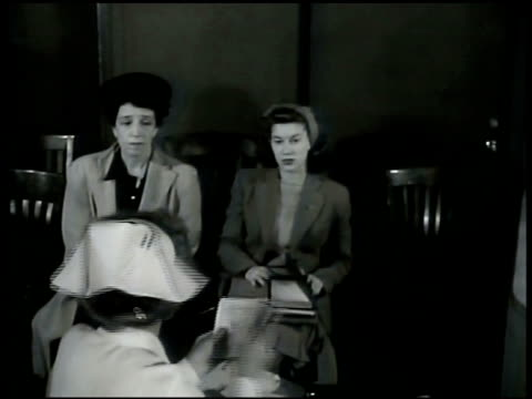 nurse telling mother to bring daughter to see doctor in morning intertitle fbi figures for crimes committed by boys girls under 21janjuly 1943... - malattia a trasmissione sessuale video stock e b–roll