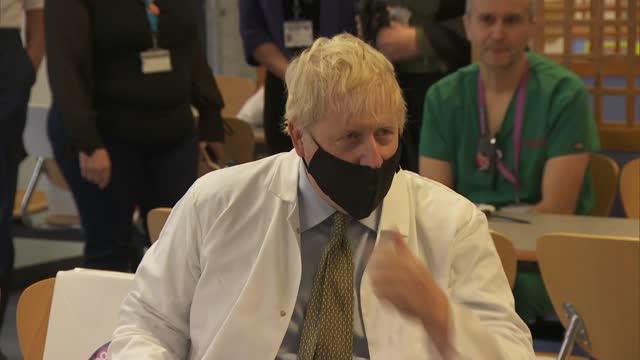 boris johnson visits royal berkshire hospital; england: berkshire: reading: royal berkshire hospital: int various shots boris johnson mp , prue leith... - prudence leith stock videos & royalty-free footage