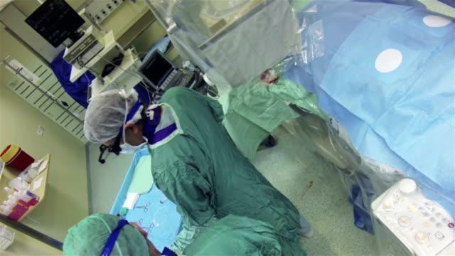 vídeos y material grabado en eventos de stock de hospital-operación de radiología - vena humana