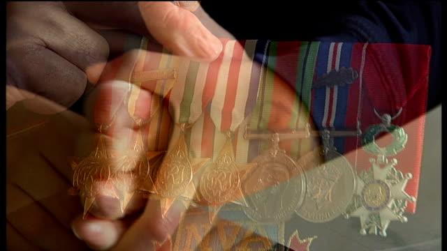 hospital scan finds piece of german shrapnel lodged in lung of dday war veteran shepherd's hand holding his grandson's hand close up of shepherd's... - アロマンシェス点の映像素材/bロール