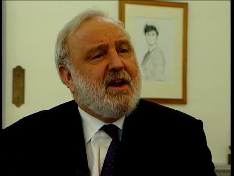 hospital waiting list figures itn department of health frank dobson mp interview sot during this period when there is pressure on health service... - patientin stock-videos und b-roll-filmmaterial