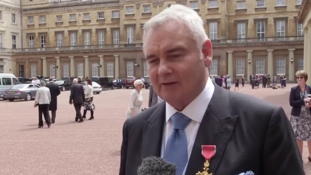 stockvideo's en b-roll-footage met tv host eamonn holmes was awarded an obe by the queen at buckingham palace for his services to broadcasting - eamonn holmes