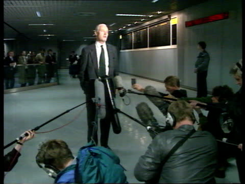tony benn baghdad visit / returns home england london heathrow tony benn walking along with woman intvw tony benn labour mp chesterfield on his visit... - numero 8 video stock e b–roll