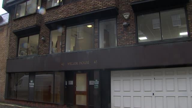 hostesses groped at presidents club charity event england london baker street meller house entrance - メリルボーン点の映像素材/bロール